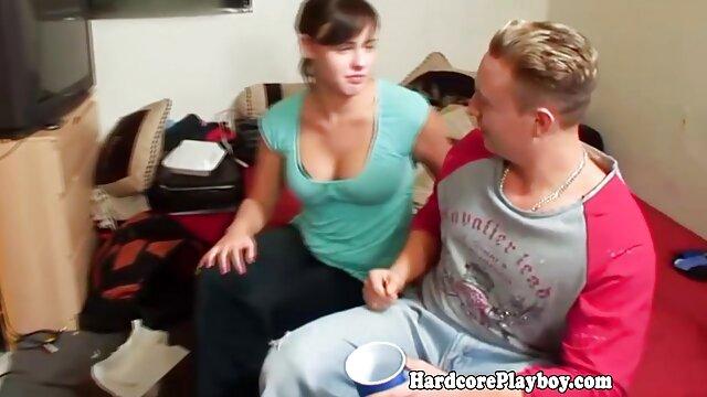 胸の中心に触れるジムでスポーツの女性 女性 専用 動画 アダルト