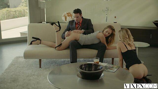 カメラの前で血液反応の最初のセックス 女性 の 無料 アダルト
