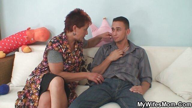 私の兄は彼の妹の口の中にメンバーを入れて、彼女の顔を注ぎました 女性 向け アダルト ムービー