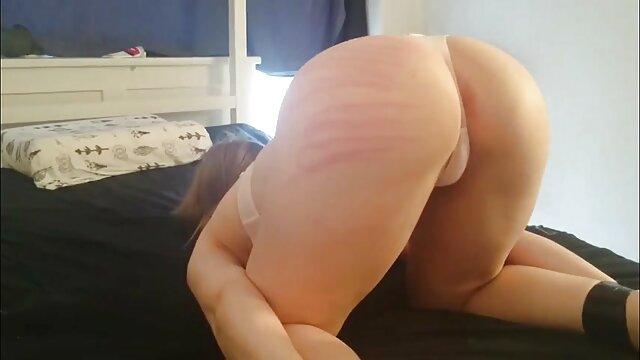 若い恋人とのベッドの上のセックス 無料 エロ 動画 女性