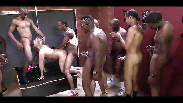 ロシアのアマチュア19歳黒髪性と男の浴室や屋外 女性 の ため の av サイト