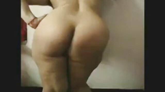 夫はベッドの中で彼の妻を破ります 女性 向け 無料 動画 av