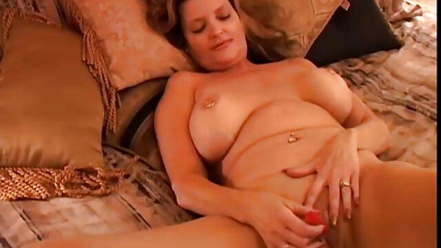 椅子の上に忙しい金髪 女性 の ため の 無料 エロ 動画